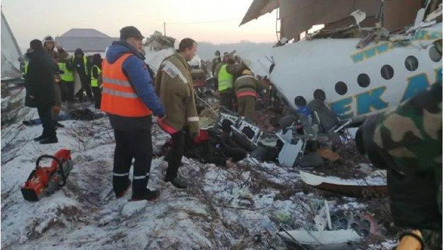 У Казахстані під час зльоту розбився пасажирський літак