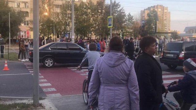 Суд звільнив від покарання водія, що збив 10-річну дівчинку на переході на Сихові
