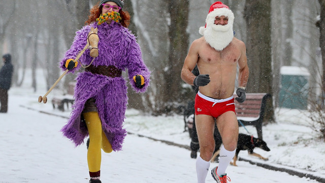У львівському парку відбувся святковий забіг Санта-Клаусів
