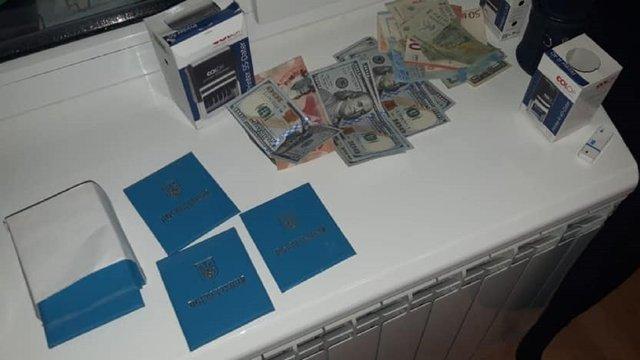 У Львові затримали чиновника Стрийської міськради під час спроби дати хабар ДАБІ