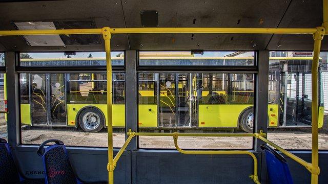 Низка автобусних маршрутів Львова курсуватиме 1 січня за зміненими графіками