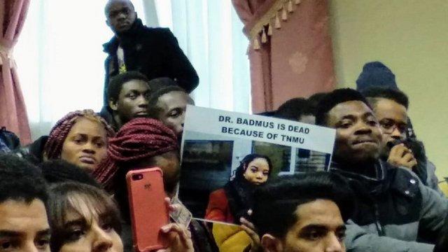 Іноземні студенти у Тернополі влаштували протест через самогубство студентки з Гани