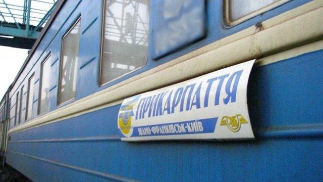 Четверо пасажирів побили провідника поїзда за прохання не курити в тамбурі