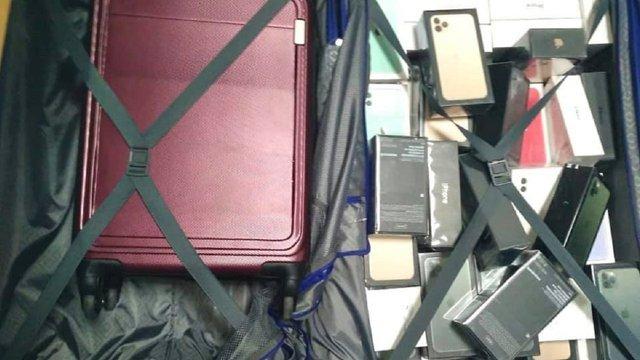 У «Борисполі» в забутому багажі знайшли iPhone та навушників на 1,8 млн грн