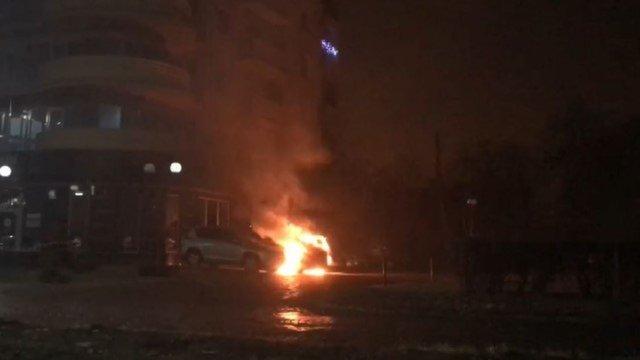 В Ужгороді невідомий спалив автомобіль дипломата