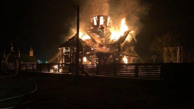 На Закарпатті вночі згоріла дерев'яна церква