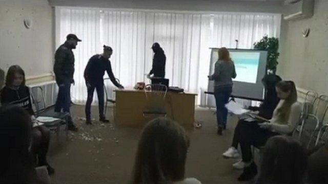 У Вінниці радикали зірвали тренінг для журналістів з ЛГБТ-тематики