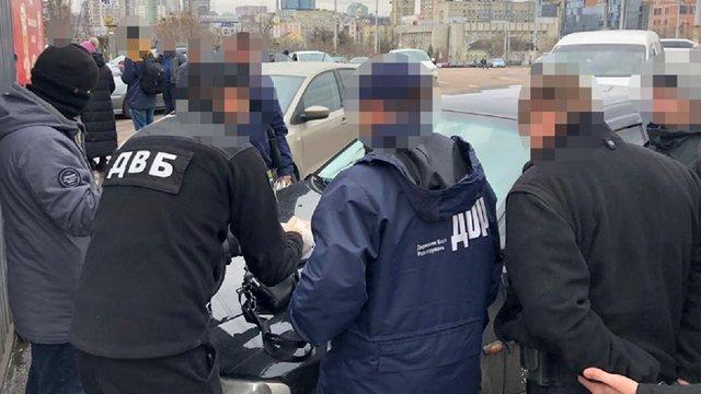 Львівські слідчі ДБР затримали на хабарі столичного інспектора ...