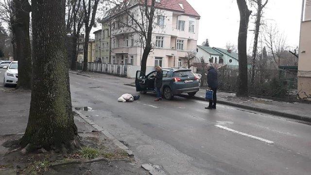 У Львові водійка Peugeot збила жінку, яка раптово вийшла на дорогу