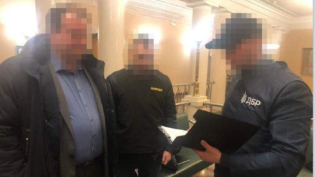 Результат пошуку зображень за запитом Посадовця секретаріату Кабміну затримали на хабарі у 2,5 млн грн