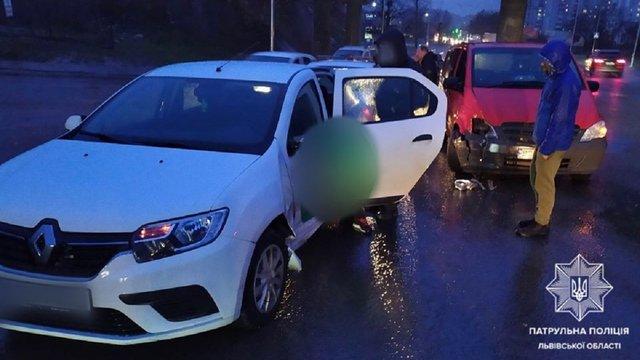Біля Львова нетверезий водій таксі вчинив ДТП