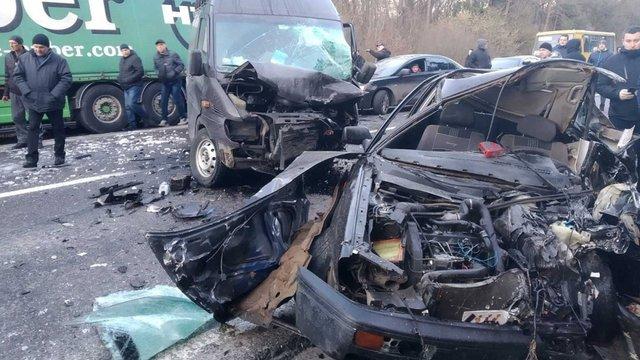 На трасі Львів-Шегині два водії отримали травми внаслідок ДТП