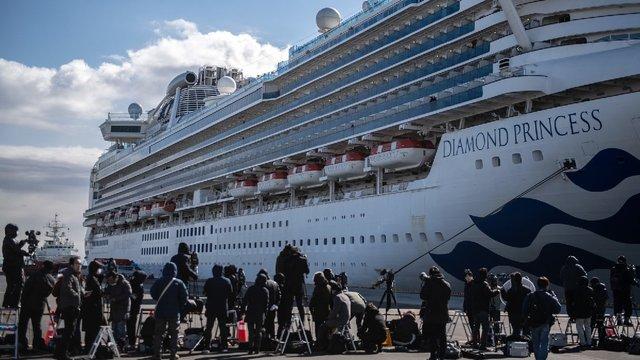 Кількість хворих коронавірусом на круїзному лайнері, де перебувають українці, зросла у 6 разів