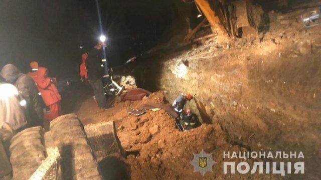 На будівництві в Тернополі двох робітників засипало землею