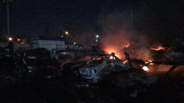 20 автомобілів згоріли на штрафмайданчику в Одесі
