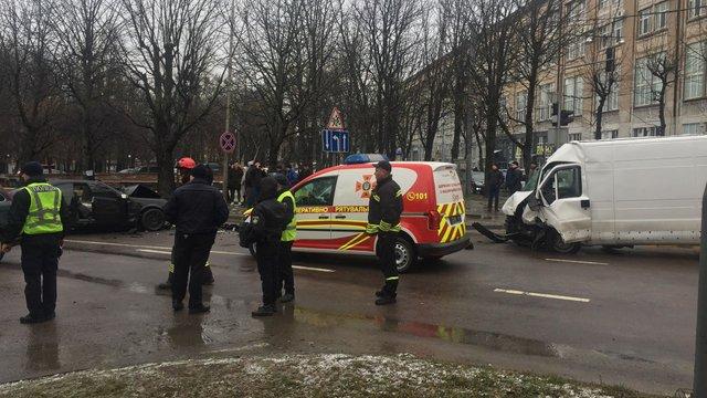 Троє людей постраждали внаслідок ДТП на перехресті Героїв УПА - Кульпарківська  у Львові