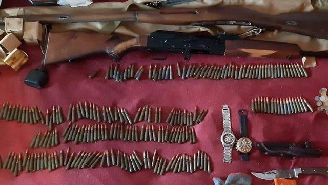 Правоохоронці виявили зброю та набої у двох злодіїв з Винників