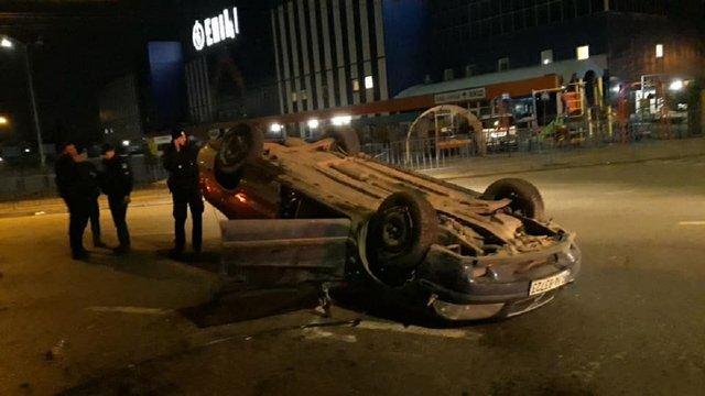 П'яний водій на євробляхах перекинувся на перехресті у Львові