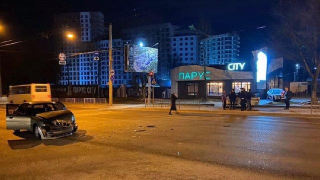 У Львові на вул. Кульпарківській п'яний водій скоїв ДТП