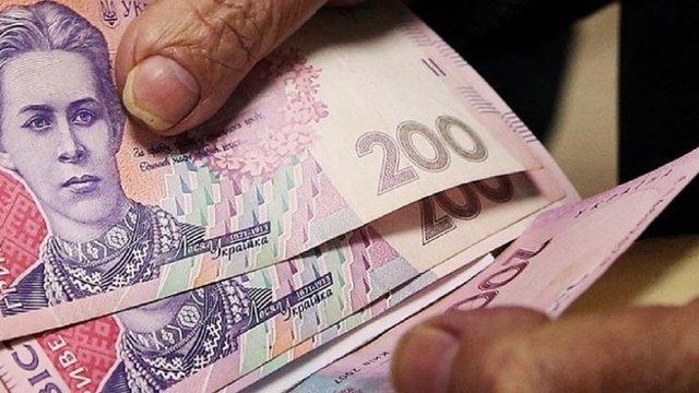 У Тернополі жінка віддала шахрайці 350 тис. грн для зняття «прокляття» з купюр