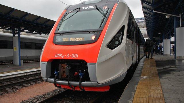 «Укрзалізниця» купить у Крюківського вагонобудівного заводу 3 дизель-потяги і 90 вагонів