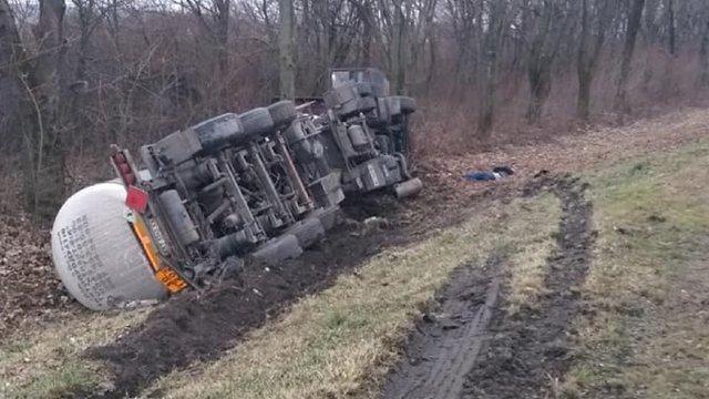На трасі Київ-Чоп у Бродівському районі внаслідок ДТП загинув водій вантажівки