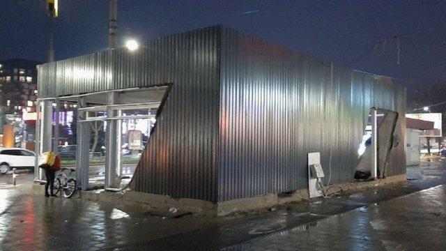 На проспекті Чорновола зупинили незаконні роботи з розширення МАФу