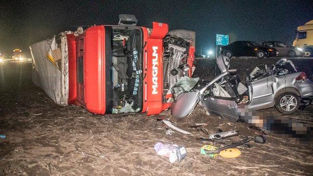 Троє людей загинули в зіткненні вантажівки з легковиком поблизу Києва