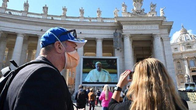 Папа Франциск вперше провів недільну службу в режимі відеотрансляції