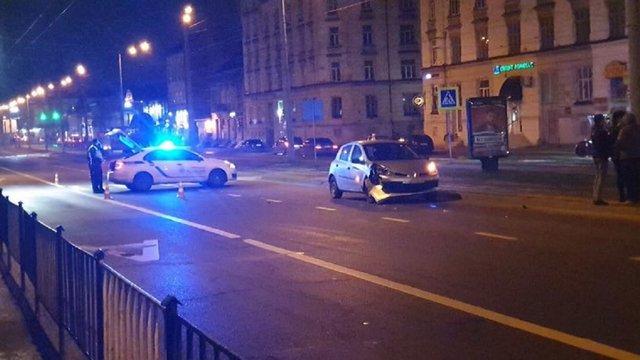Таксист Uber збив чоловіка на переході біля приміського вокзалу у Львові