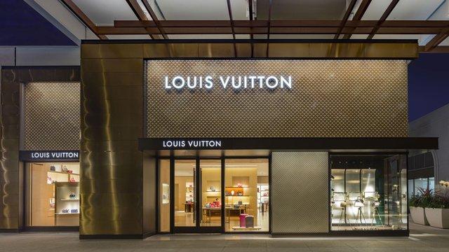 Власник Louis Vuitton виготовлятиме замість парфумів антисептики