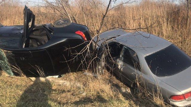 Унаслідок ДТП біля Львова два автомобілі злетіли в кювет
