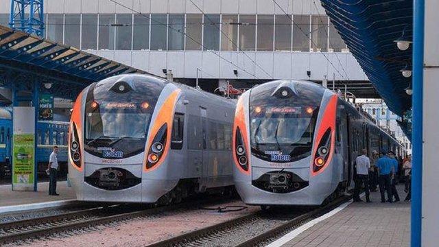 «Укрзалізниця» скасовує всі пасажирські перевезення з 18 березня