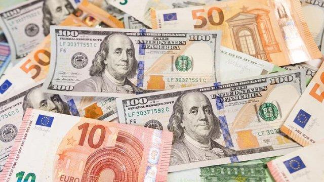 НБУ повідомив про нестачу готівкової валюти в банках