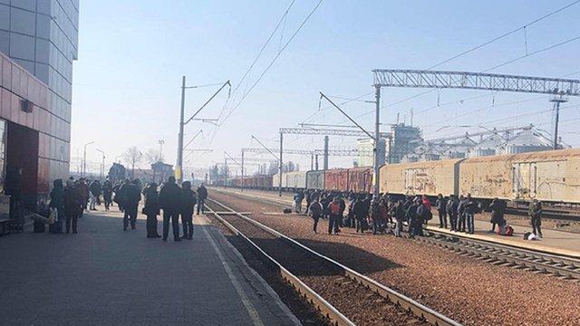 Під Києвом блокували залізницю з вимогою відновити рух електричок