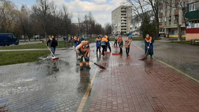 Львівські комунальники та медики отримають доплати за роботу під час карантину