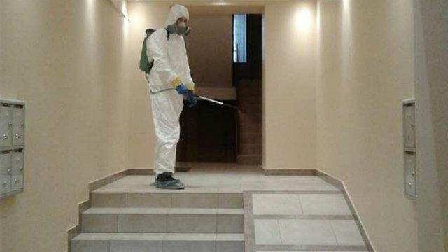 У Львові невідомі під виглядом дезінфекторів намагалися проникнути у квартиру літньої жінки