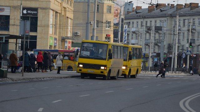 У Луцьку зупинили роботу всього громадського транспорту