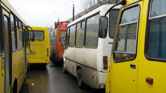 Міськрада Ужгорода вирішила зупинити роботу всього громадського транспорту