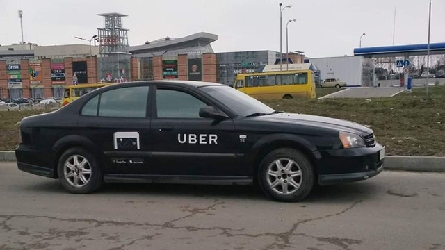 Сервіси таксі Uber, Uklon і Bolt безкоштовно возитимуть львівських медиків