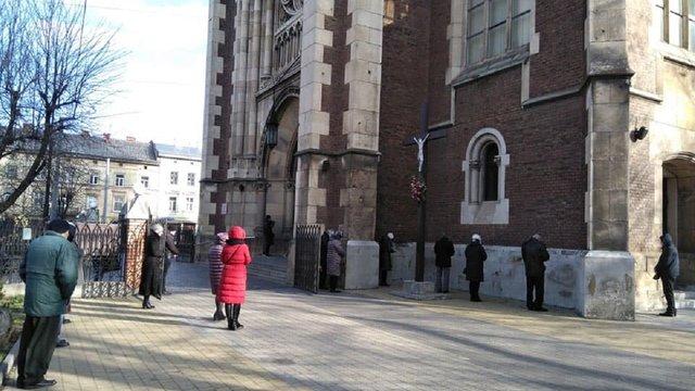 Львівські церкви практично перейшли на дистанційну роботу
