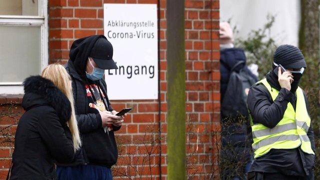 У Німеччині заборонили збиратися в групи більше двох людей