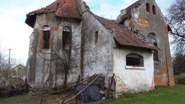 Сільська громада на Львівщині розібрала на цеглу занедбаний костел