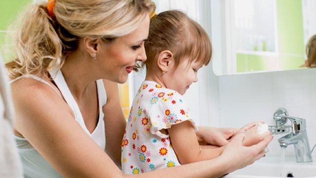 У Львові освітяни та психологи підготували поради, як говорити з дітьми про коронавірус