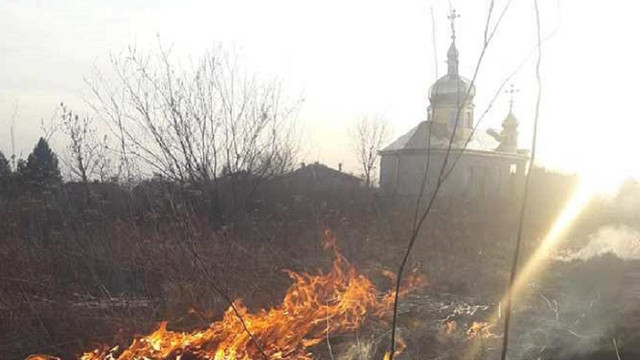 Львівські рятувальники показали масштаби пожеж через підпали сухої трави