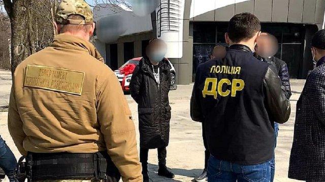 Поліція затримала рекетирів за вимагання понад 200 тис. грн від ...