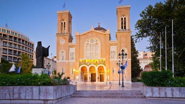 Грецька православна церква перенесла святкування Великодня