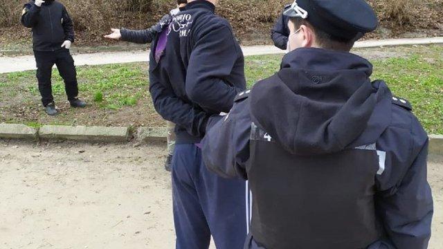 Поліція виписала штраф 32-річному львів'янину за прогулянку парком без маски