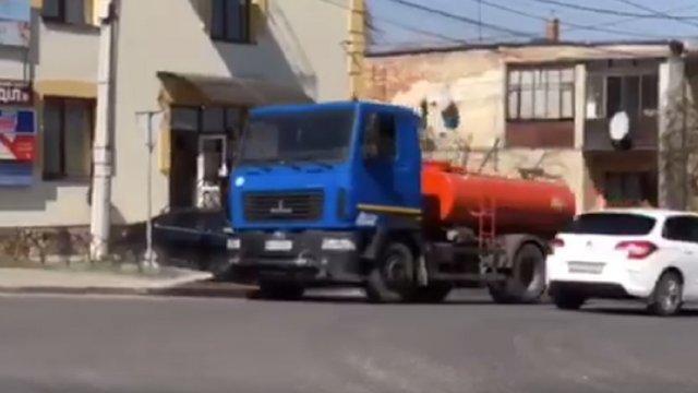 За три дні  львівська спецтехніка помила дороги та тротуари у 14 довколишніх селах