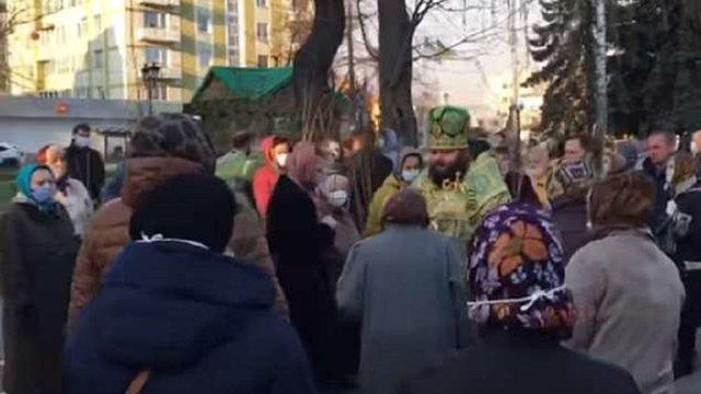 УПЦ (МП) провела масове освячення верби у центрі Рівного, попри карантин